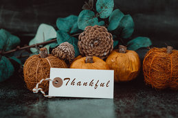 Fall foliage with a Thankful tag